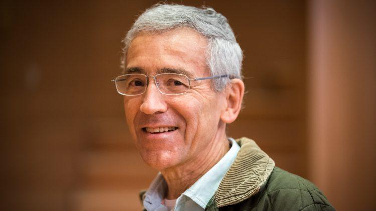 """""""El trabajo de reconciliación: Acompañar a las víctimas hacia una gran comunidad humana"""" – Entrevista a Pacho de Roux, SJ"""